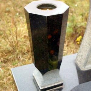 Гранитная ваза ГВ-008